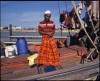 Un malais prie sur le pont de son bateau, Kuala Terengganu, côte est de la Malaisie